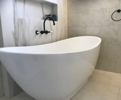 Black Tapware and Modern Bath Tub Bathroom Renovations Cronulla
